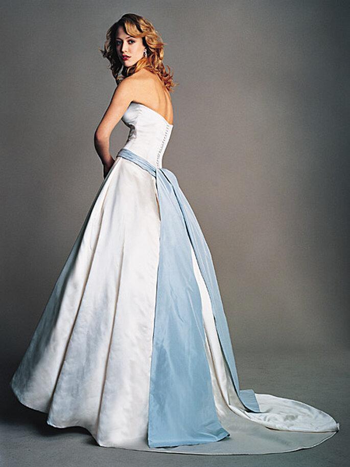 Abito bianco con fascia azzurra by Amsale