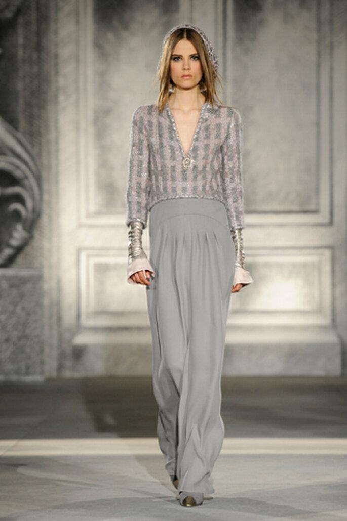 Der Mix ist leger und elegant zugleich – das herbstliche Chanel-Outfit – Foto: Chanel Otoño Invierno 2013