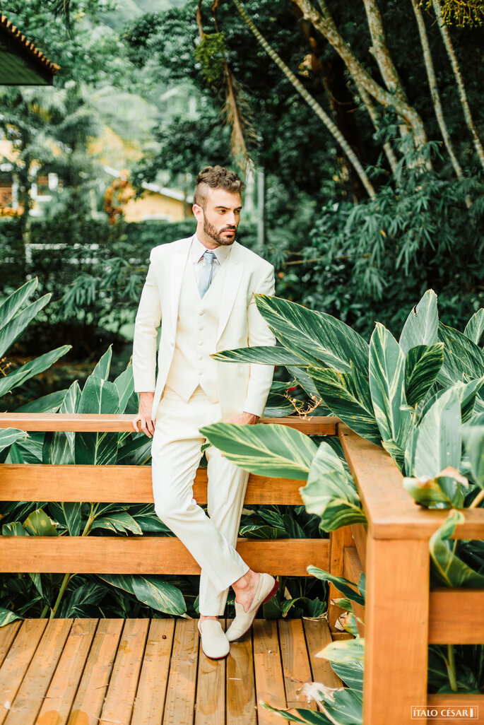 Traje do noivo para casamento praiano