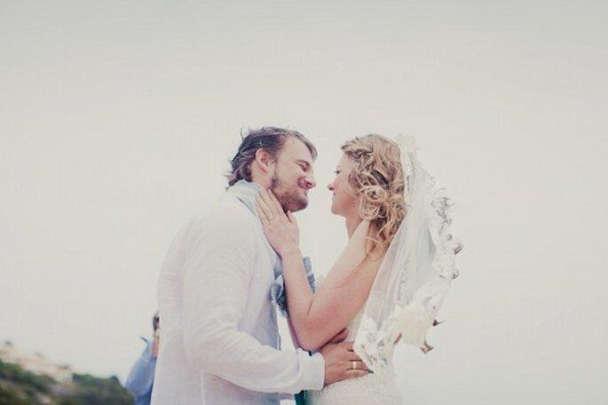 Hochzeit auf Mallorca. Kuss des Brautpaars - Foto: Nadia Meli.