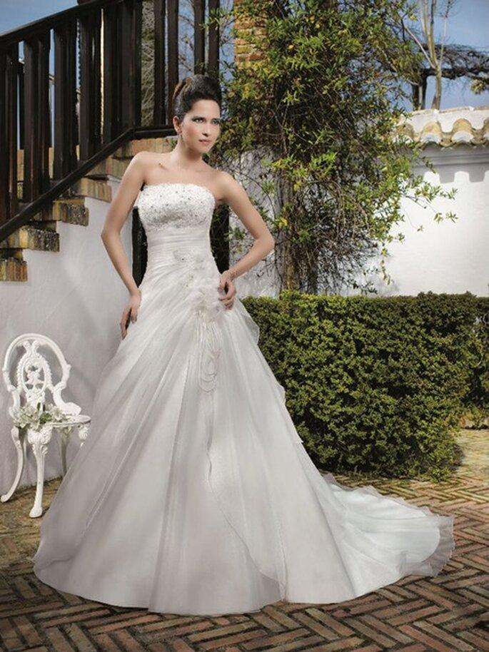 Eines der schönsten Brautkleider von Miss Kelly aus der Kollektion 2012.