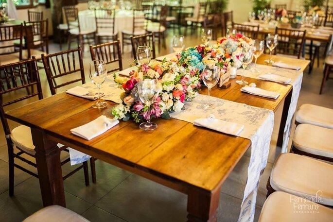 Raquel e Rodrigo_19jul15_mesa de convidados_retângulas_jardineira_passadeiras