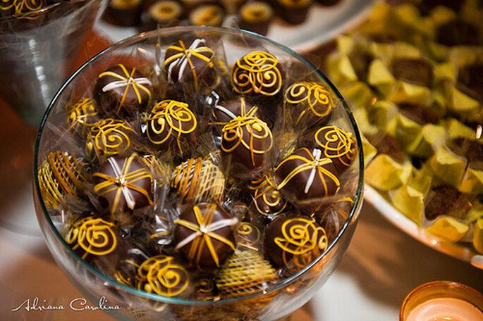 Chocolates decorados con diseños florales. Foto: Adriana Carolina