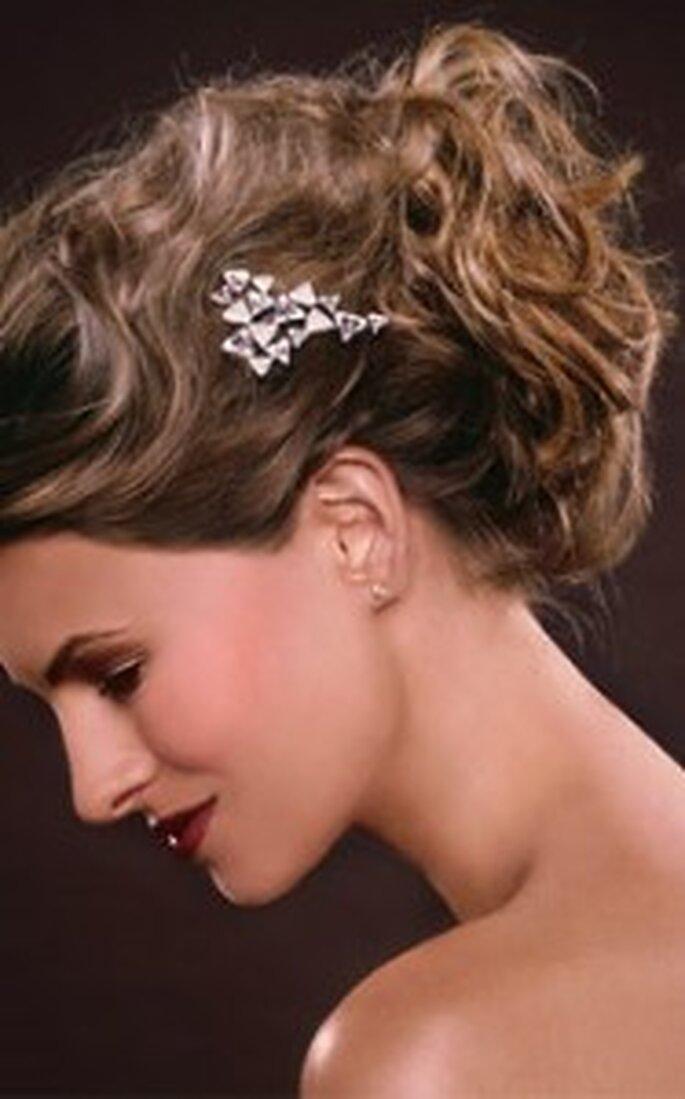 Existe una gran cantidad de estilos para los peinados de novia con pelo recogido
