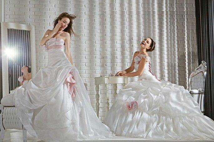 Abiti cangianti con gonne vaporose e drappeggiato con applicazioni di fiori o nastri rosa. Gritti Spose Collezione Forever 2013. Foto My Style s.r.l.