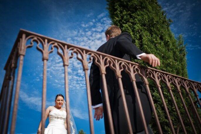 """Sesión """"first look"""" en Los Claustros de Ayllón. Foto: El Marco Rojo. Boda de Wedenesday Wedding Planners"""