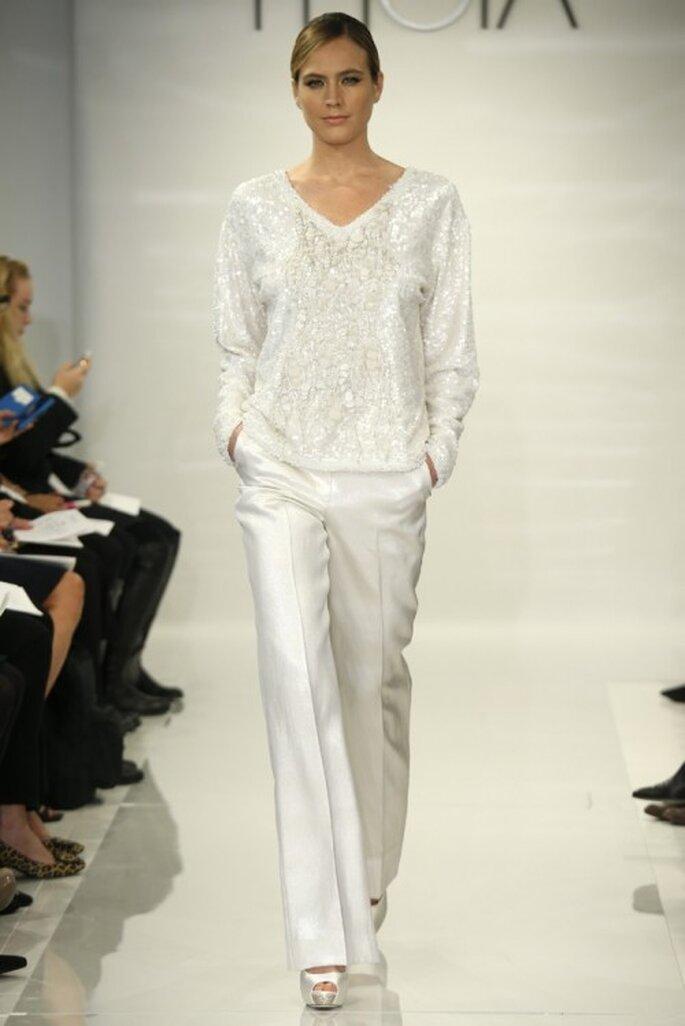 Conjunto de pantalón con suéter de apliques - Foto Theia