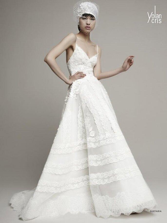 Vestido de novia en color blanco con estilo hippie y falda amplia - Foto YolanCris