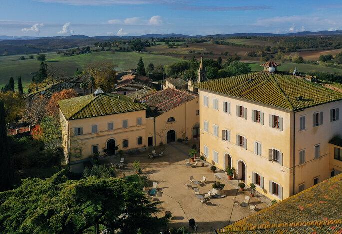 Façade de la Villa Sabolini,niché au coeur d'un paysage naturel.