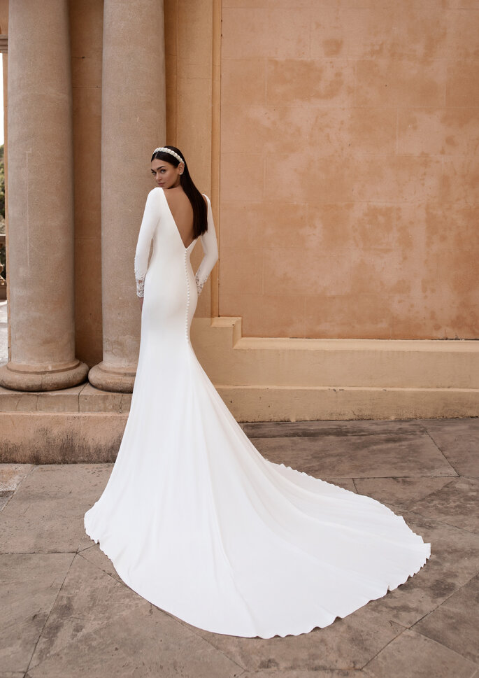 Vestido de novia corte sirena con espalda descubierta