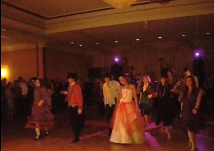 Novios y parientes bailando Thriller - Foto: Carlos Verdugo @cverdugo