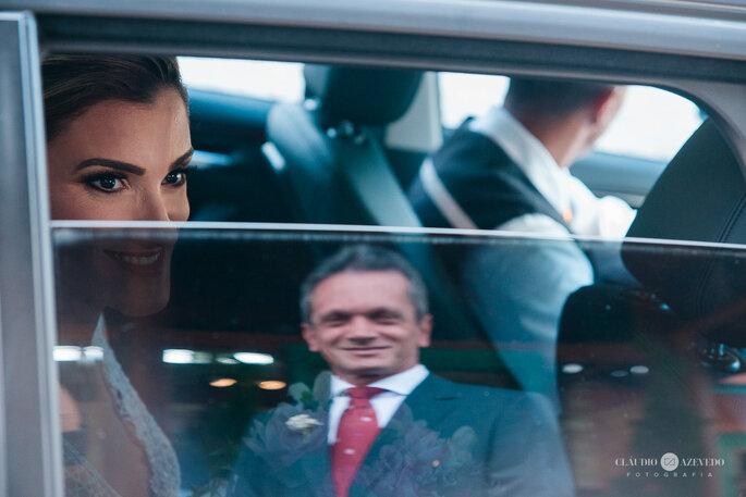 Pai espera a noiva sair do carro