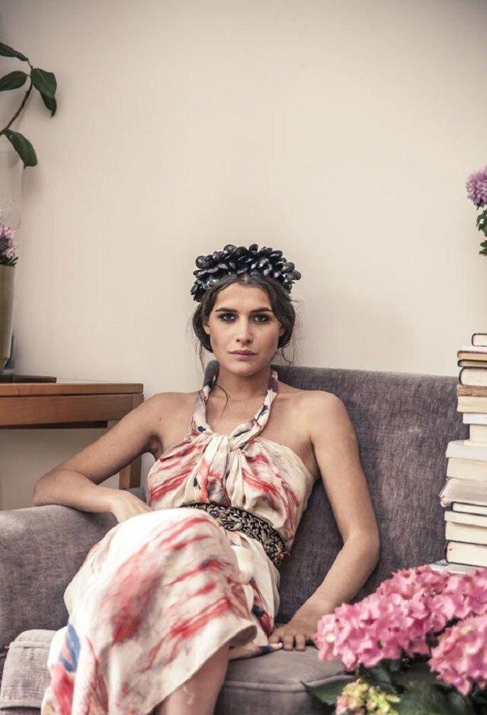 Abito: Helena Mareque, corona: Suma Cruz - Foto: Patricia Semir