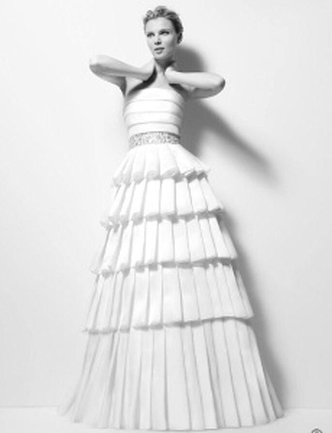 Karl Lagerfeld 2010 - Ximena, vestido comprido em organza, cinto com detalhes e saia com babados