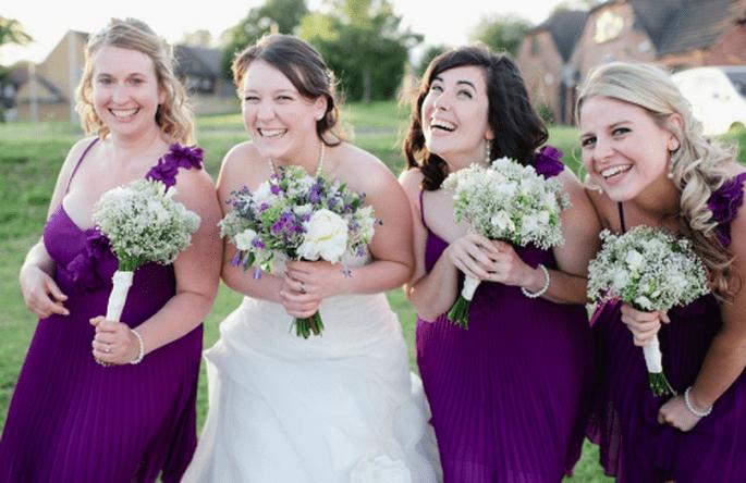 Las damas de boda en vestidos color morado - Foto Nadia Meli