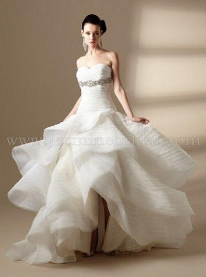 Sexy verspieltes Brautkleid, hinten lang und vorne kurz– Modell T142010