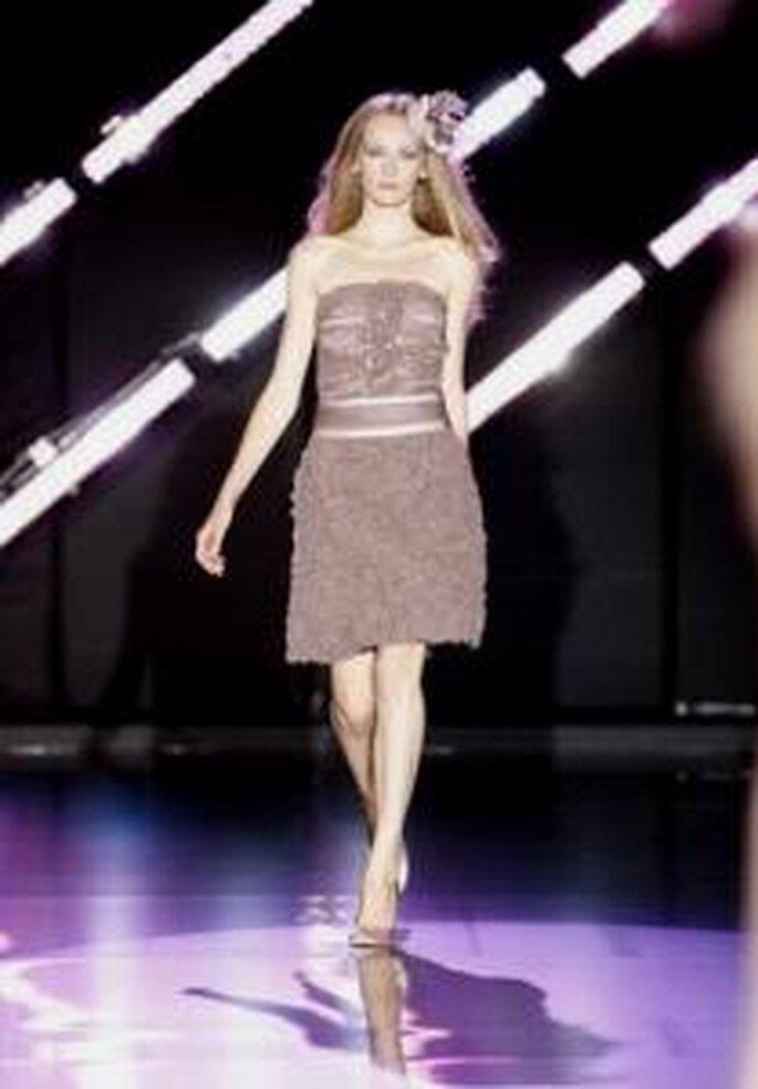 Cabotine 2010 - Vestido corto en color chocolate, cinturón grueso, strapless
