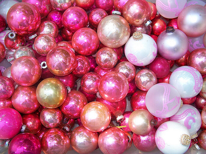 Rosa: originali le palline dell'albero per un matrimonio invernale - Foto: Hart Hill