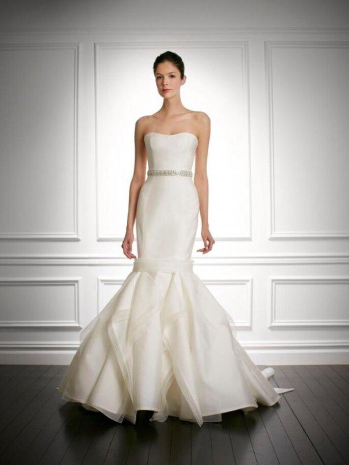 Vestido de novia 2014 con falda en superposición de volúmenes - Foto Carolina Herrera
