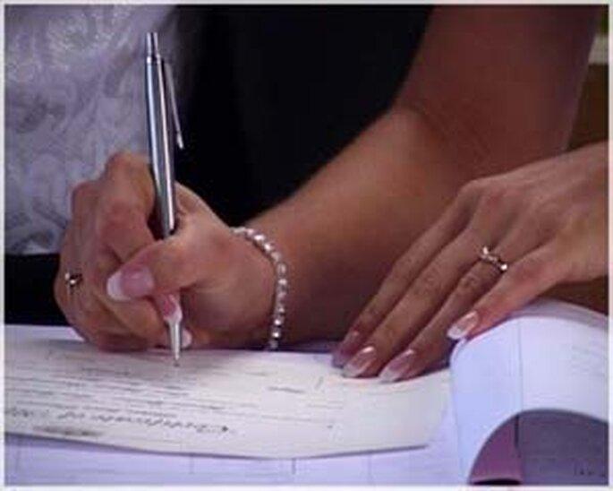 Firma del libro y acta de matrimonio