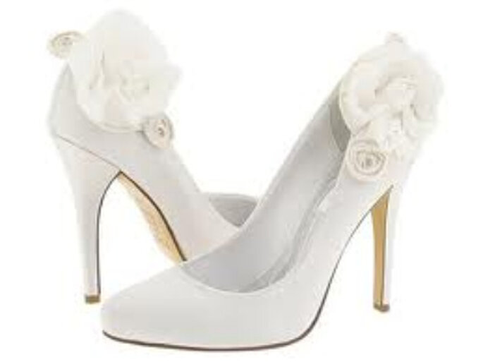 Los zapatos de tacón se siguen llevando para las novias 2011