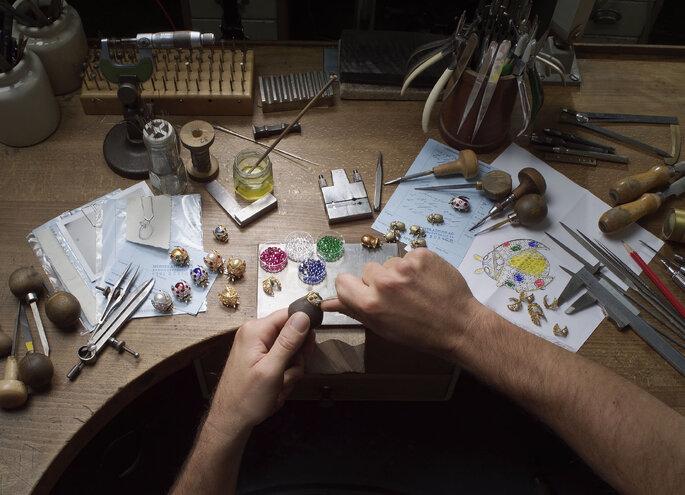 Foto: Meister Zürich, Juweliere bei der Arbeit.