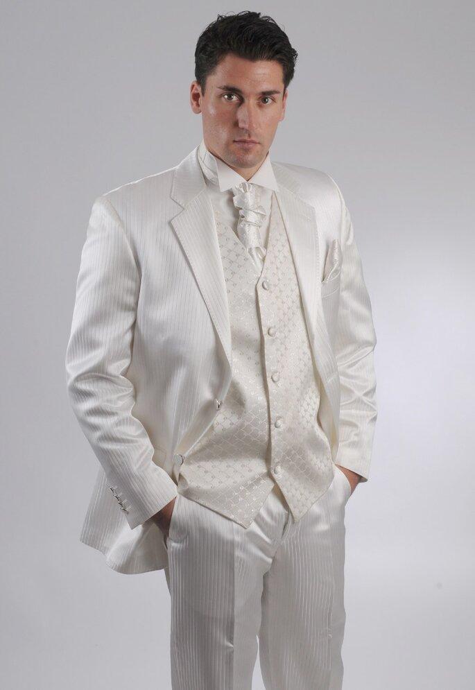 Weiße Anzüge liegen voll im Trend - hier das Modell Dubai der Marke Saray