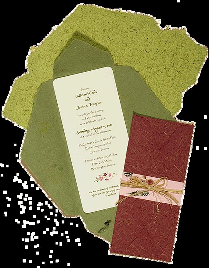 Invitación en formato vertical con una original, rústica y elegante presentación