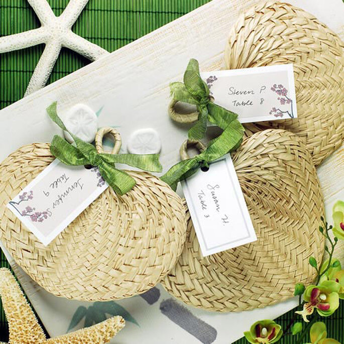 Des éventails en palmiers pour un mariage en été