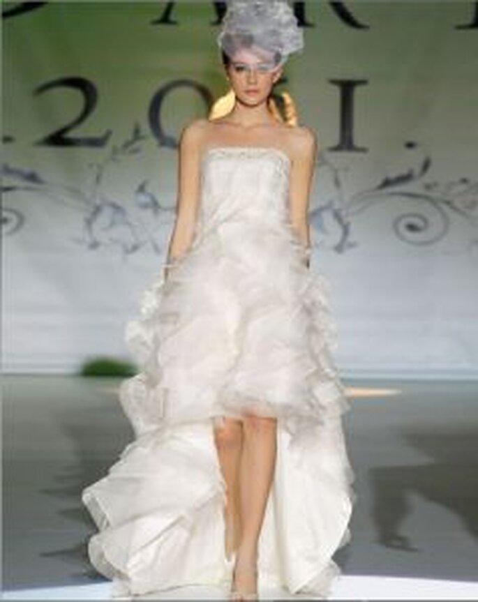 Novia d´Art 2011 - Kleid vorne kurz, hinten lang, Faltenrock