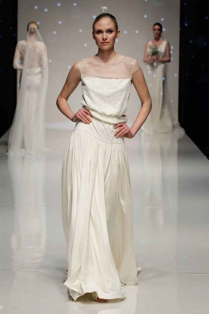 Vestido de novia 2014 con escote ilusión, mangas largas y falda con caída elegante inspirada en los greco-romanos - Foto Elizabeth Stuart