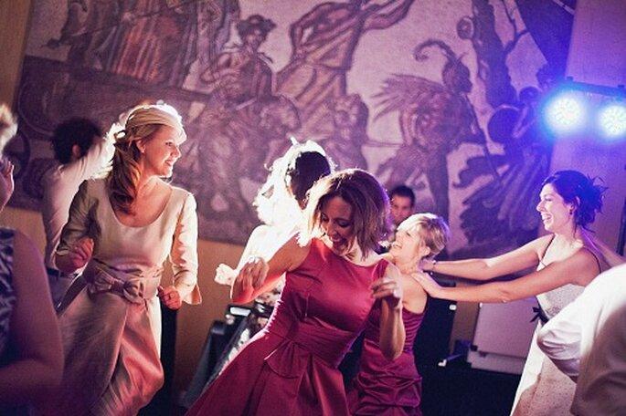 Momentos para el baile en la fiesta de celebración. Foto: Díez & Bordons.