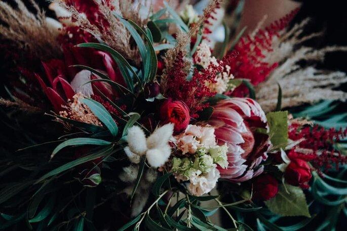 Hochzeitsfloristik Kochanow, Brautstrauß mit kräftigem Rot