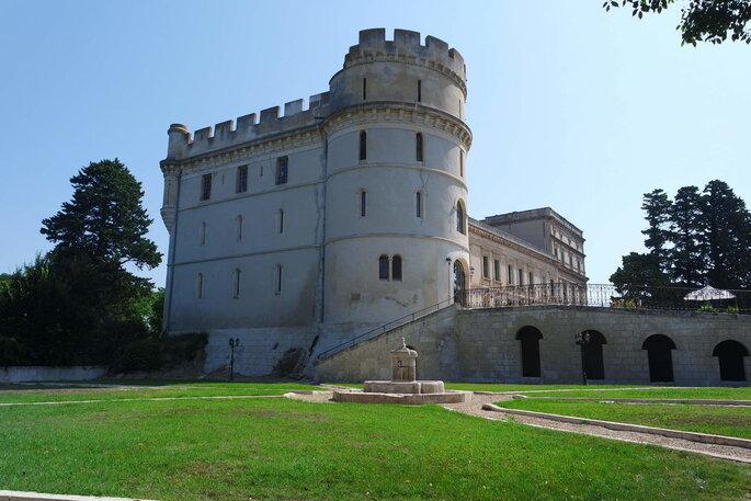 Château - lieu de réception pour un mariage avec jardin , bois et fontaine