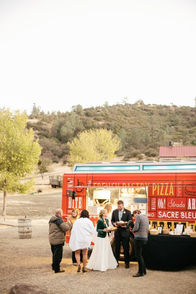 La tendencia de los food trucks en tu banquete de bodas - Foto Steve Steinhardt Photography