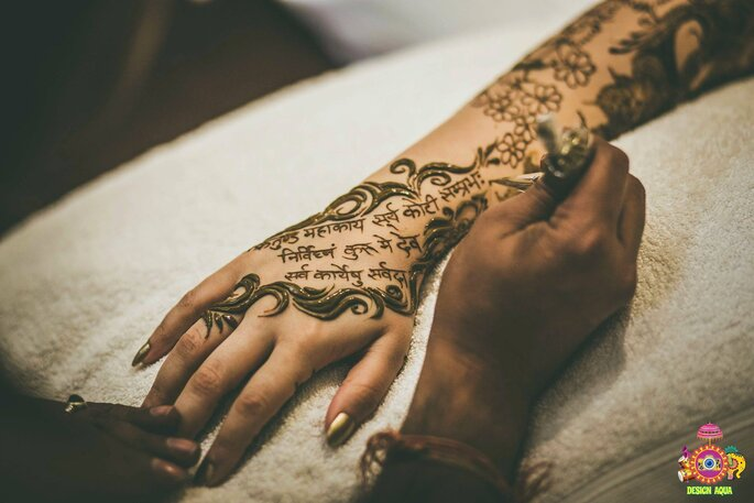 Mehndi Hands With Mobile : How to have groom's name your mehndi in different ways