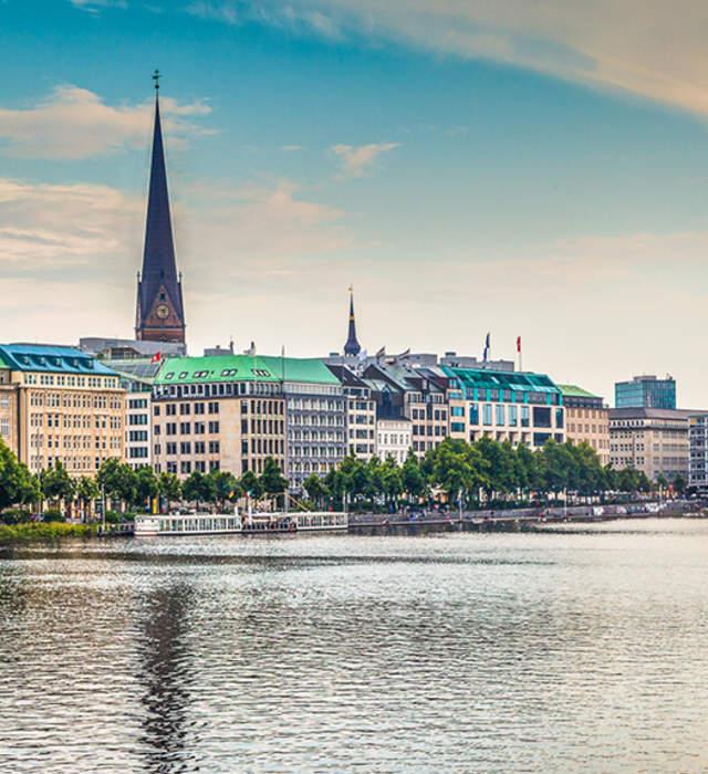 Hochzeitsdienstleister Hamburg mit Kopfbedeckung