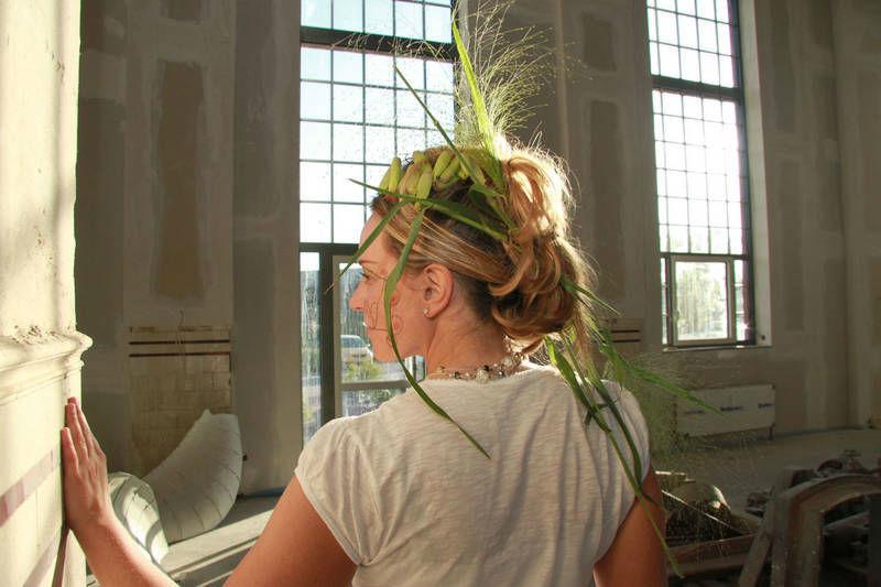 Beispiel: Blumen fürs Haar, Foto: Blumenwerkstatt - Dorothee Meyer.