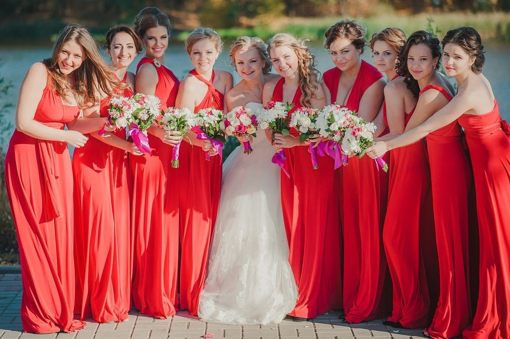Generalmente todos los vestidos para damas de honor hacemos a medidas con pago previo.