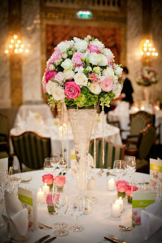 Beispiel: Blumendekoration, Foto: Avorio Hochzeitsorganisation.