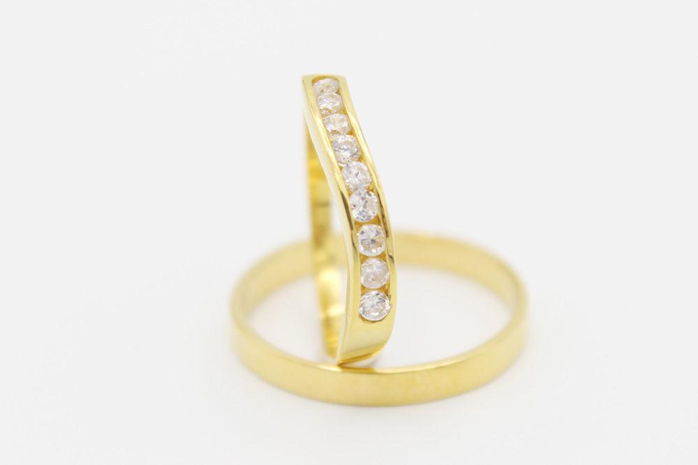 Argollas de matrimonio en oro amarillo y nueve diamantes de .05ct