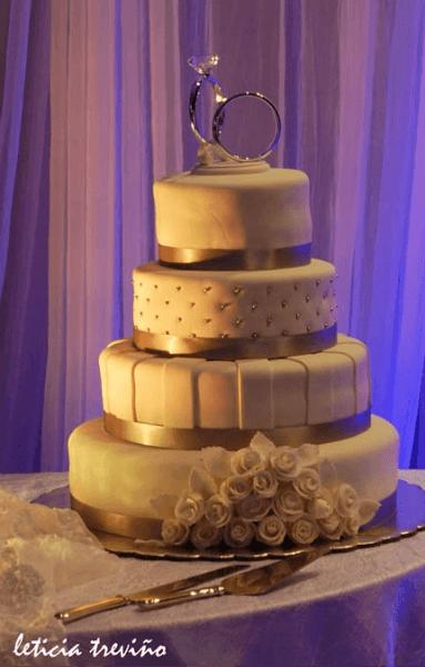 Diseño de pasteles de boda elegantes y llenos de lindos detalles - Foto Leticia Treviño