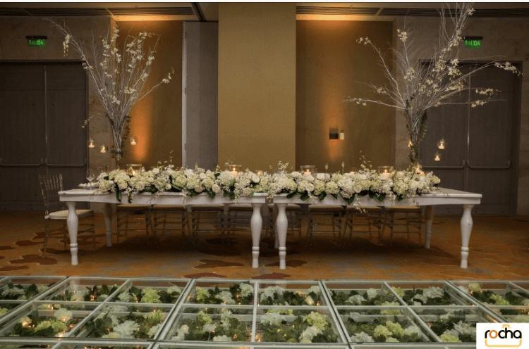 Mesa Imperial con Pista de Flores
