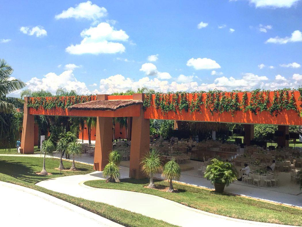 NUEVO!! Increíble Pagoda para realizar tu boda! El techo ya esta incluido en el precio del jardín. No se necesita carpa.....