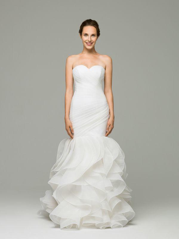 Свадебное платье силуэта русалка выполнено из европейского фатина с драпированным корсетом и юбкой-воланами  от Helen Miller
