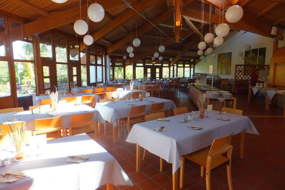 Beispiel: Festlich gedeckte Tische, Foto: Hohenwart Forum.