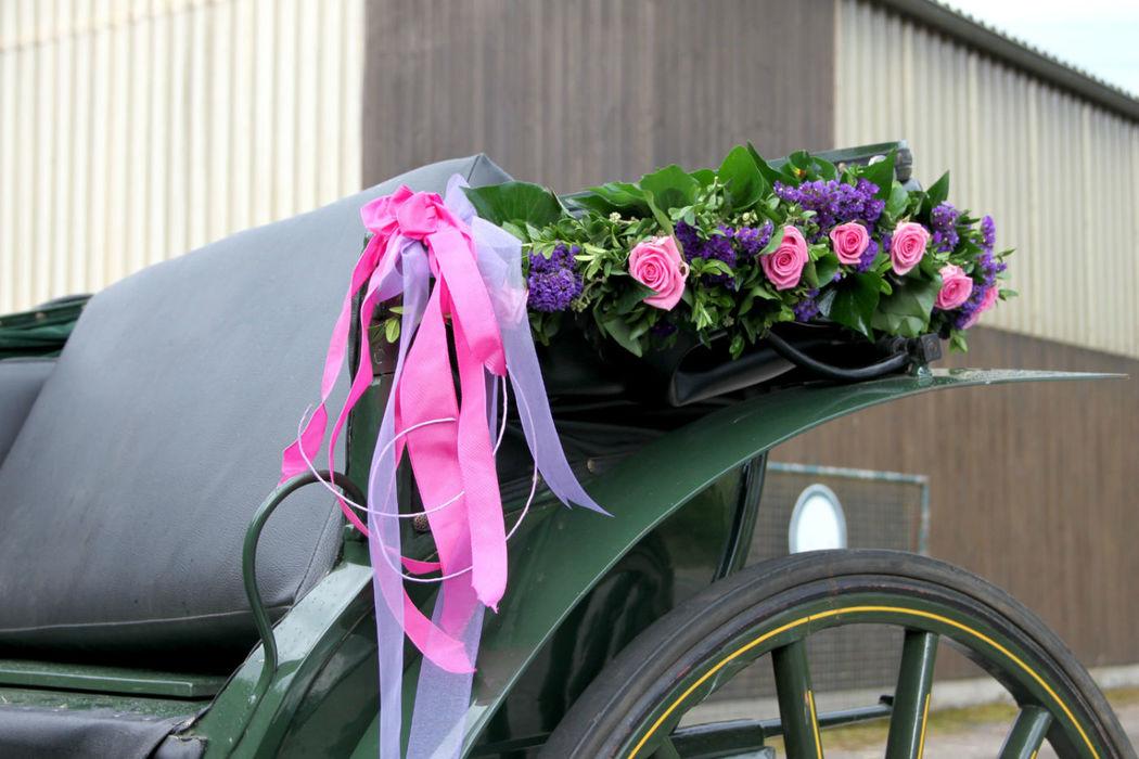 Beispiel: Blumen für die Hochzeitskutsche, Foto: Blumen- und Gartenbau Schulz.