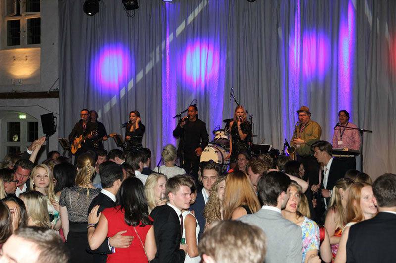 Beispiel: Tanzende Hochzeitsgäste, Foto: Da Capo Music.