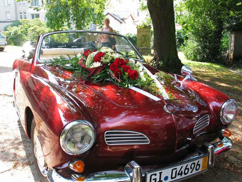 Beispiel: Blumen für das Brautauto, Foto: Blumen- und Gartenbau Schulz.