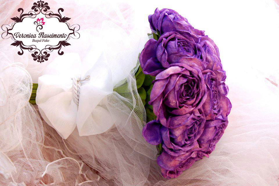 Buquê fake - rosas roxas